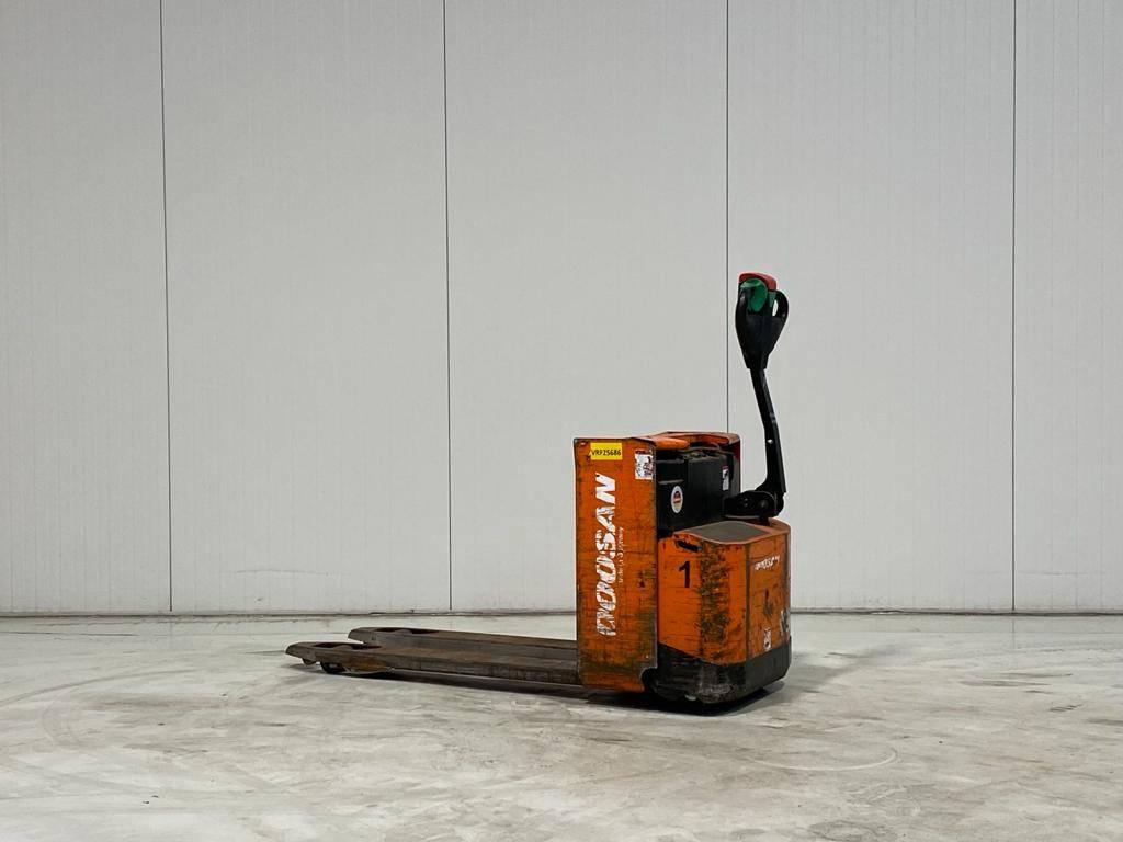 Doosan LEDH18, Electro-pallettrucks, Laden en lossen
