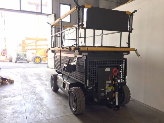 JLG M3369, Scissor lifts, Construction