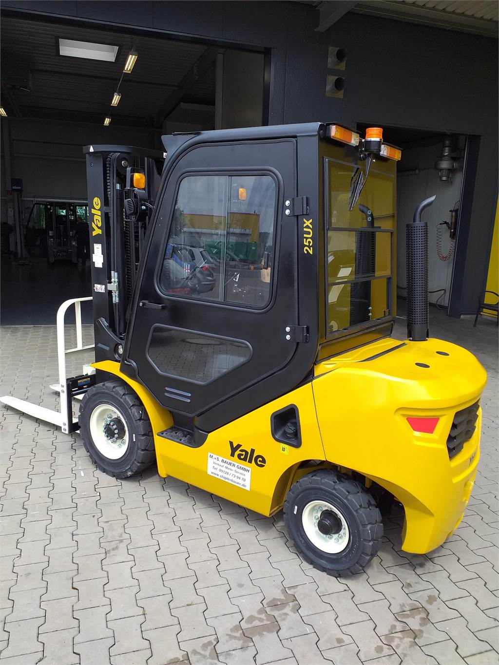 Yale GDP25UX, Diesel counterbalance Forklifts, Material Handling