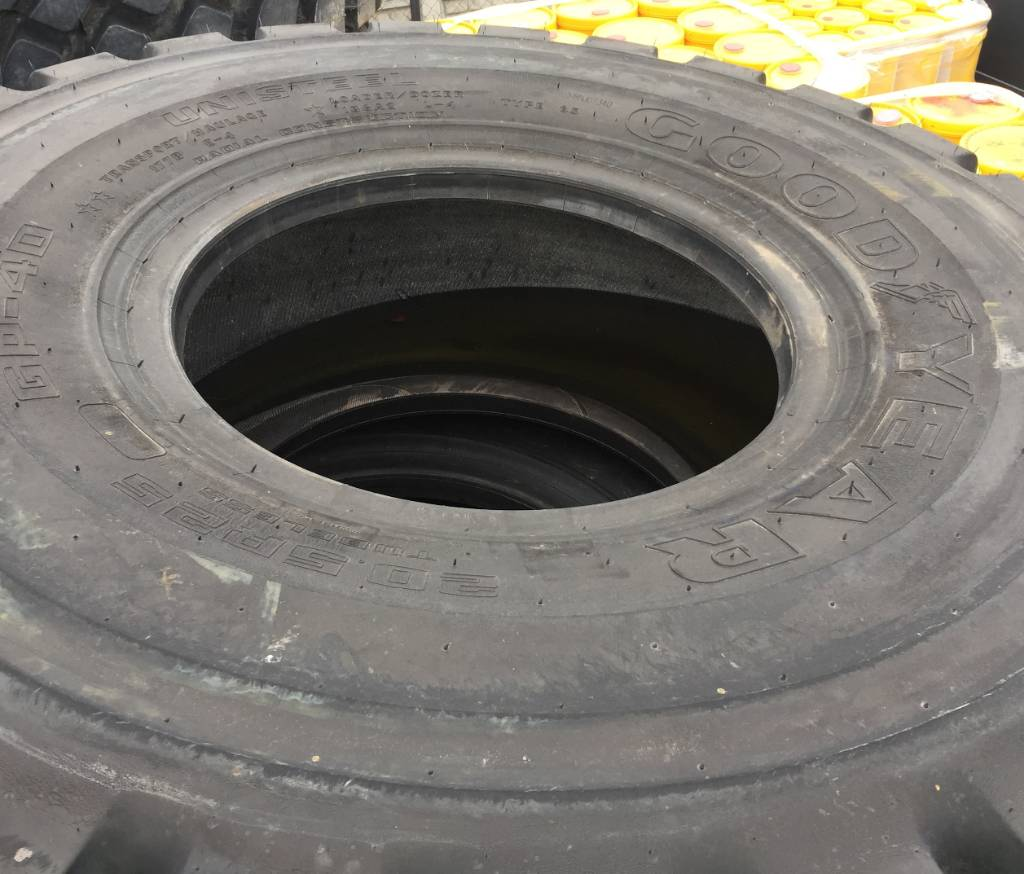 Goodyear 20.5R25, Tires, wheels and rims, Construction Equipment