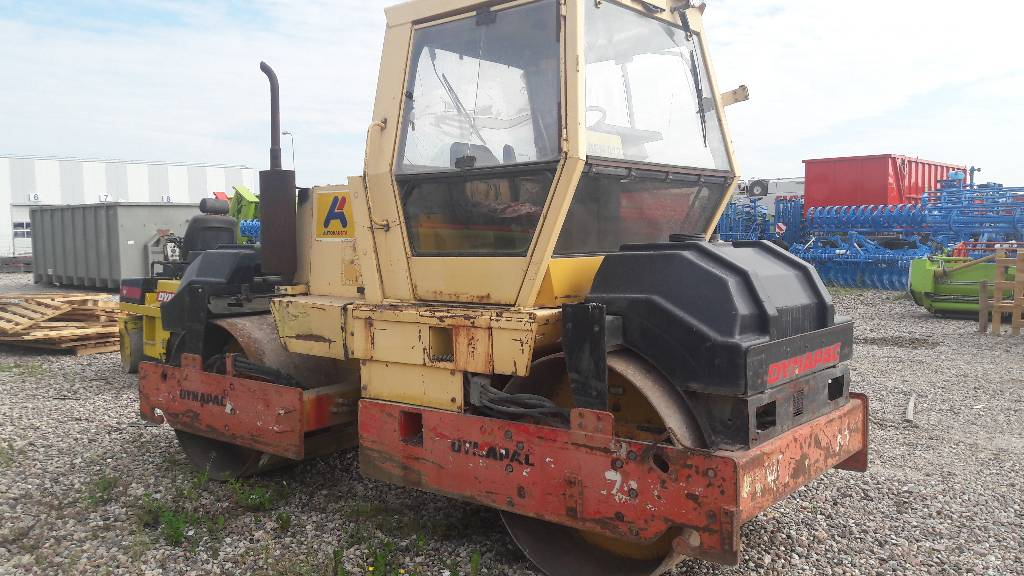 Dynapac cc211, Twin drum rollers, Construction