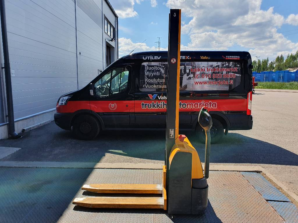 Jungheinrich EMC 110, Käyden ajettavat pinoamistrukit, Materiaalinkäsittely