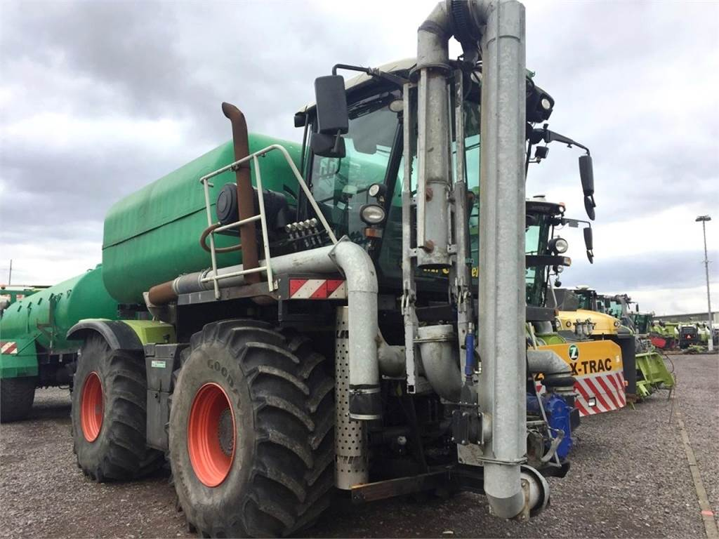 CLAAS Xerion 3300 Saddle Trac, 32m3 Gülle, Zubringer - P