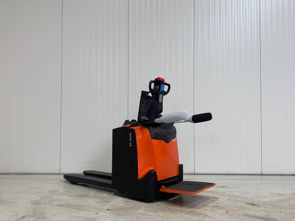 BT LPE200, Pallettruck met meerij platform, Laden en lossen