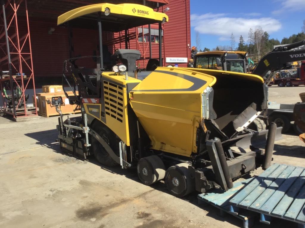 Bomag BF 300. Selges for kunde, Asphalt pavers, Construction Equipment