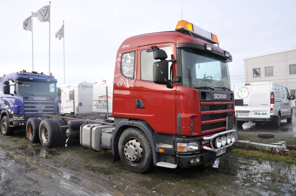 Scania 124 GB6X2NB400, Chassier, Transportfordon