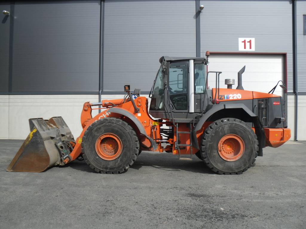 Hitachi ZW 220, Wheel loaders, Construction