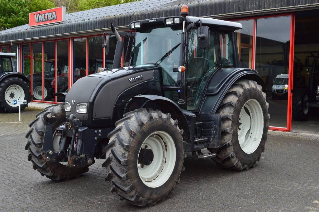 Valtra N111E HiTech, Tractoren, Landbouw