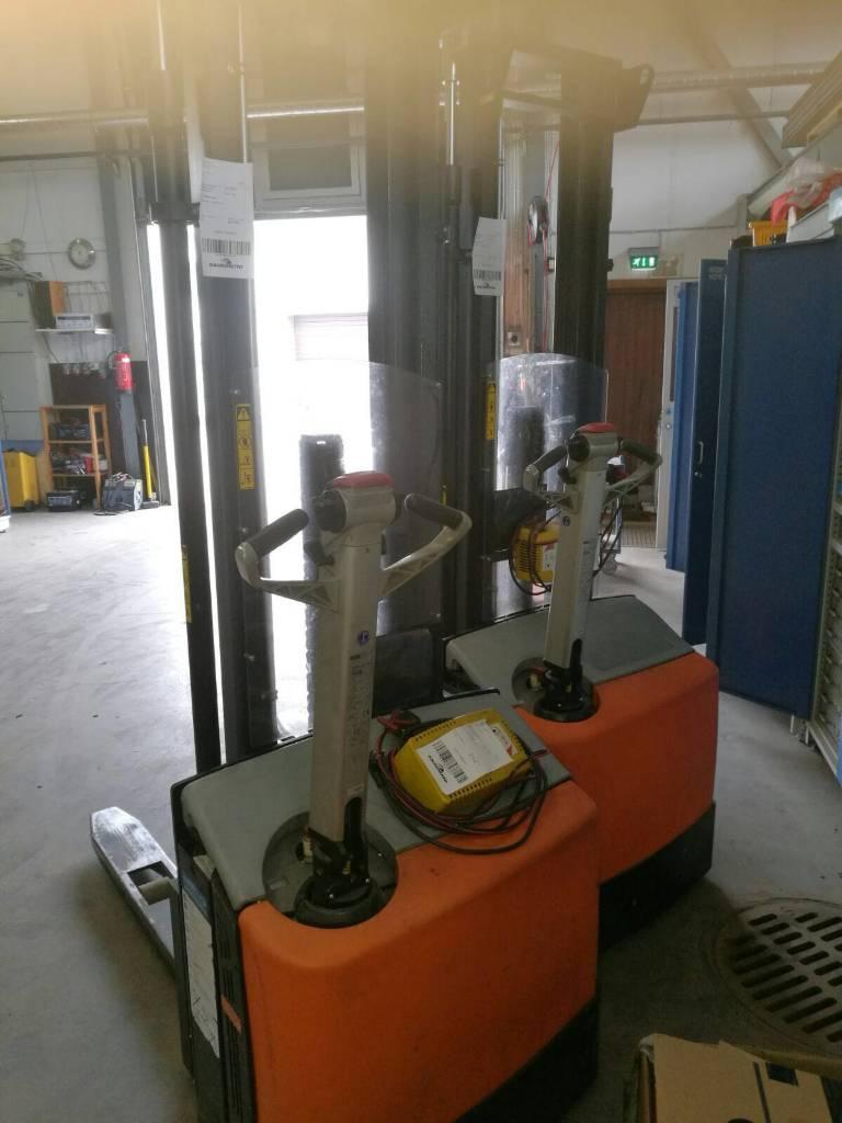 Rocla SW12 ac DEV3600, Käyden ajettavat pinoamistrukit, Materiaalinkäsittely