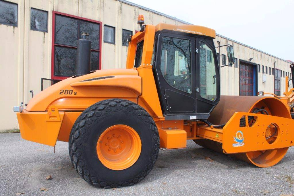 Guidetti 200S, Soil compactors, Construction