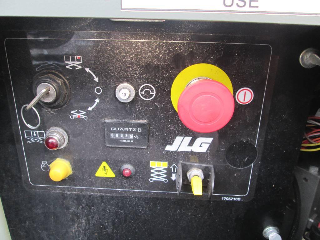 JLG M3369, Scissor lifts, Construction