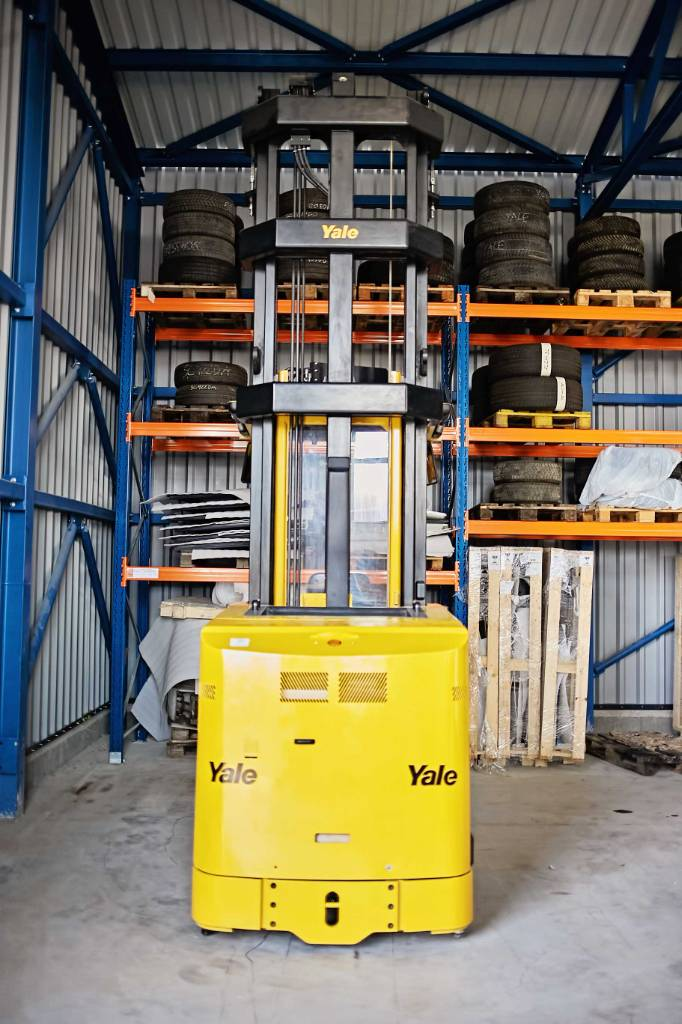 Yale MTC13, Very Narrow Aisle Trucks, Material Handling