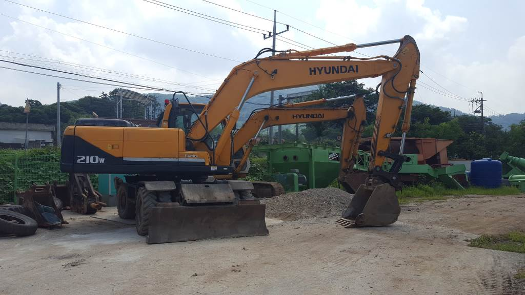Hyundai R210W, Wheeled excavators, Construction