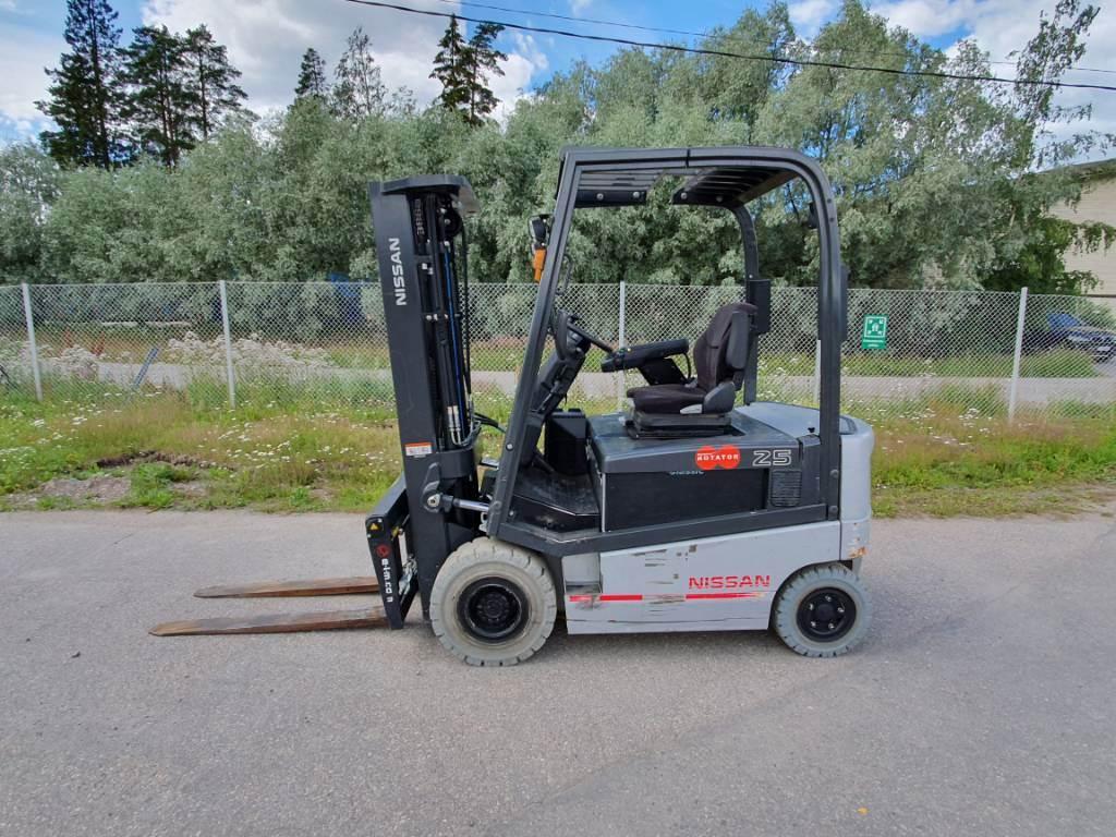 Nissan 1Q2L25Q, Sähkötrukit, Materiaalinkäsittely