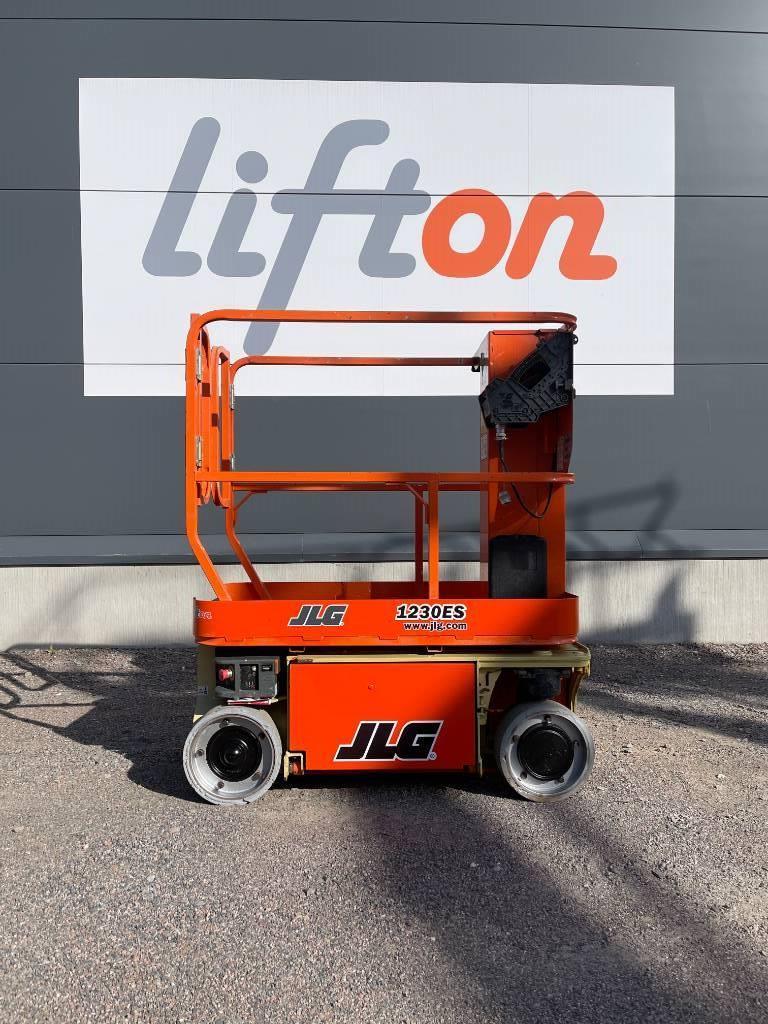 JLG 1230 ES, Saxliftar, Entreprenad