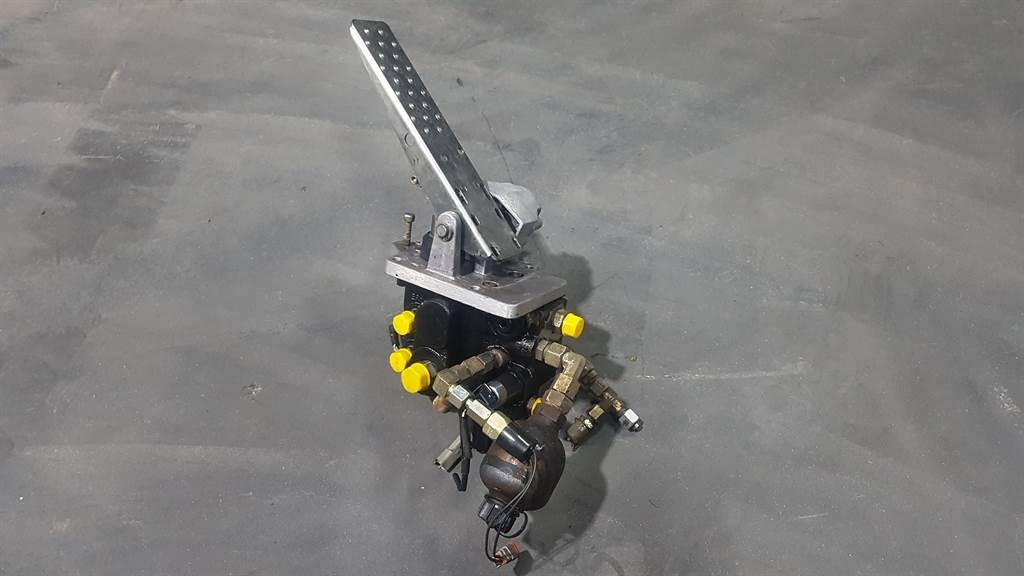 Liebherr L544 - 5716550 - Servo valve/Servoventil