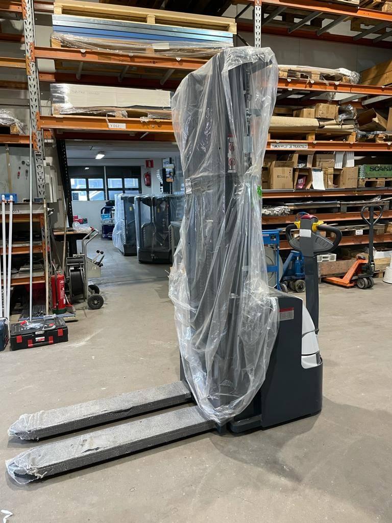 Handy PVPK16-5000, Käyden ajettavat pinoamistrukit, Materiaalinkäsittely
