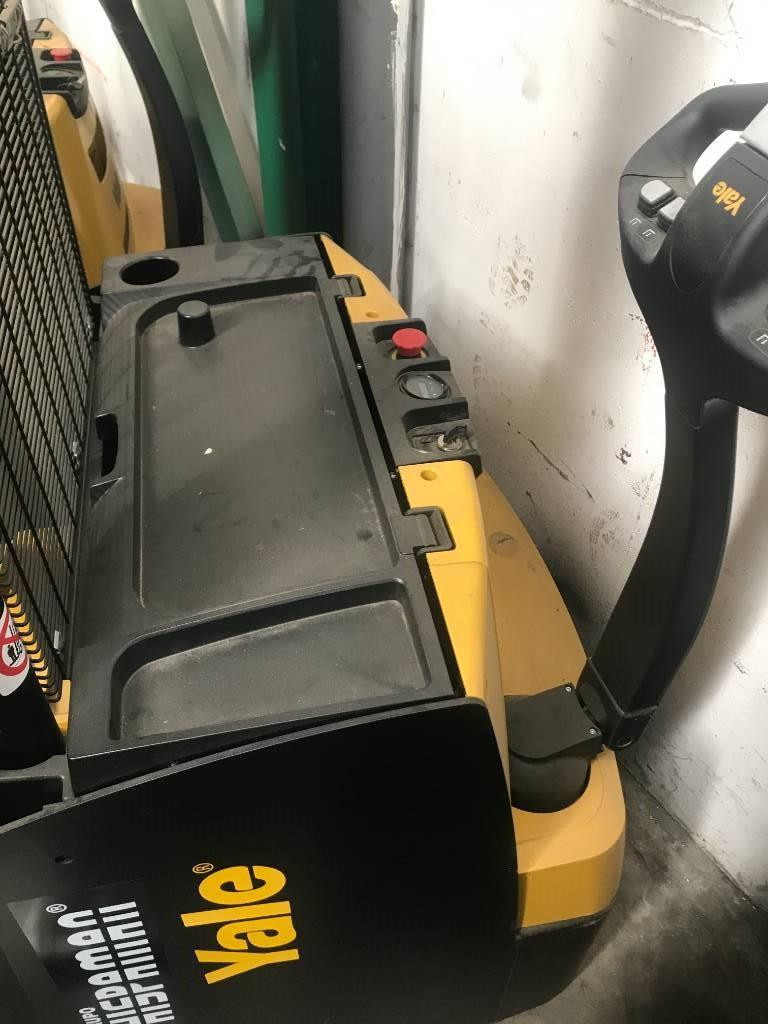 Yale MS16, Self Propelled Stackers, Material Handling