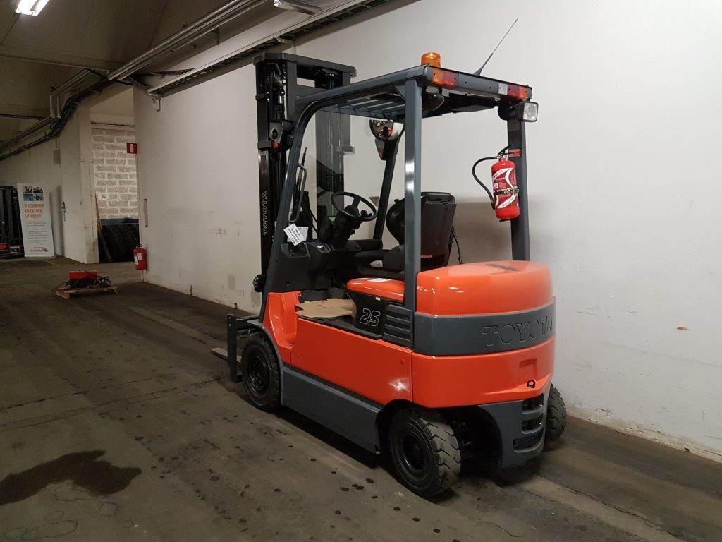 Toyota 7FBMF25, Electric forklift trucks, Material Handling