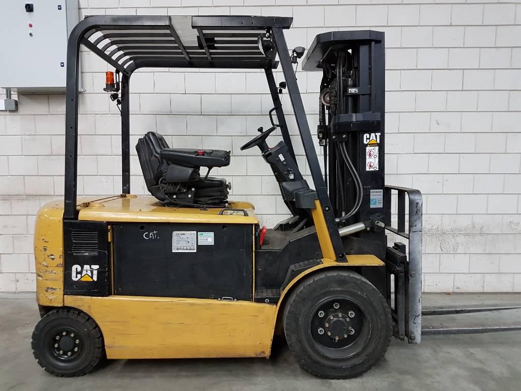 Caterpillar EP30 K-PAC, Elektrische heftrucks, Laden en lossen