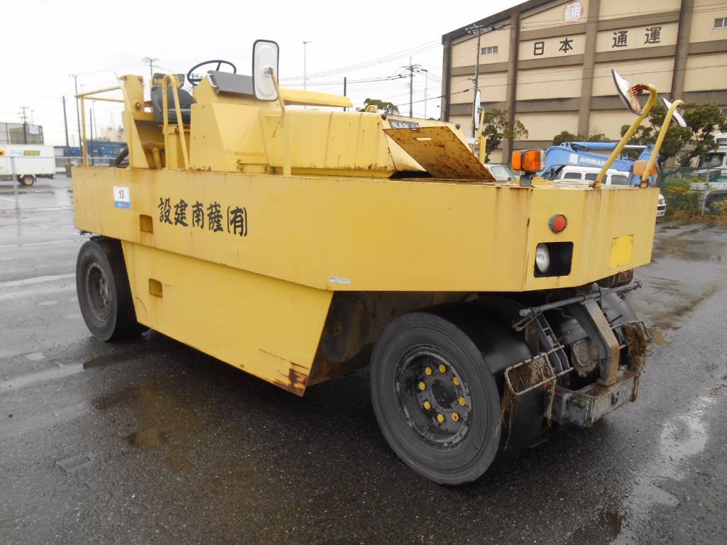 Sakai T2, Pneumatic tired rollers, Construction
