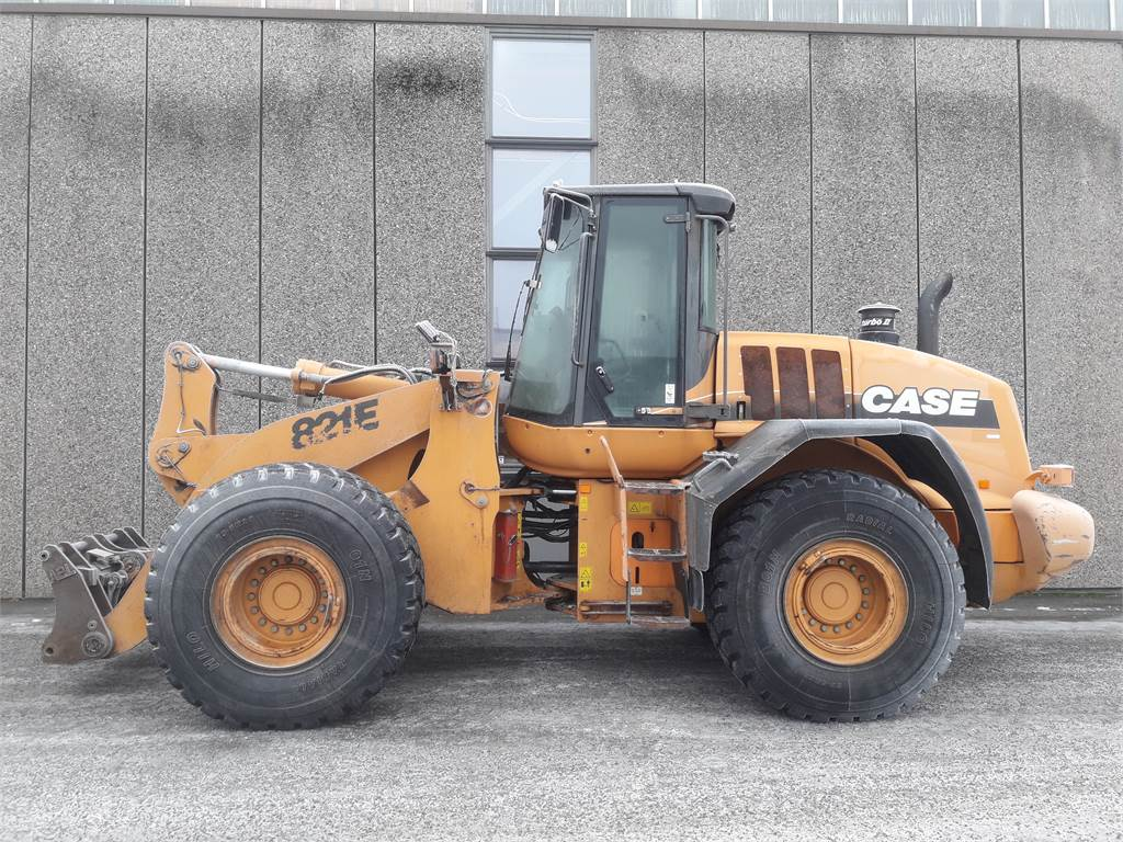 CASE 821E, Kompaktlastere, Anlegg