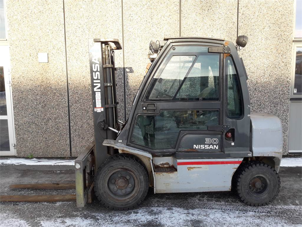 Nissan YG1D2A30Q, Diesel Trucker, Truck