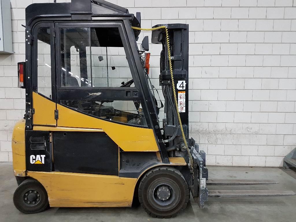 Caterpillar EP25K-PAC, Elektrische heftrucks, Laden en lossen