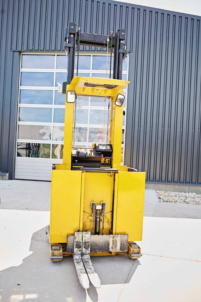 Yale MO10E, High lift order picker, Material Handling