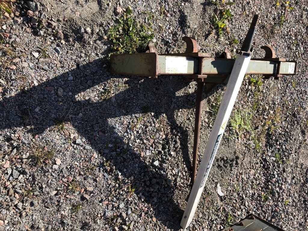 Ålö Rundbalsspjut och kniv., Lastarredskap, Lantbruk