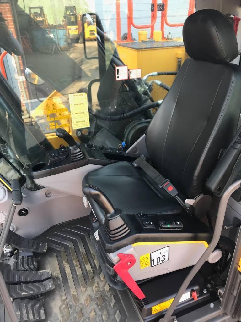 Volvo EC250E, Gravemaskiner på larvebånd, Entreprenør