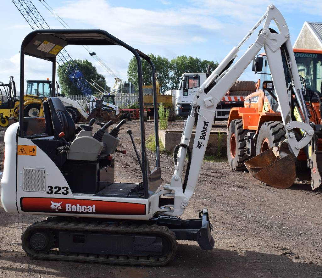 Bobcat 323, Mini excavators < 7t (Mini diggers), Construction