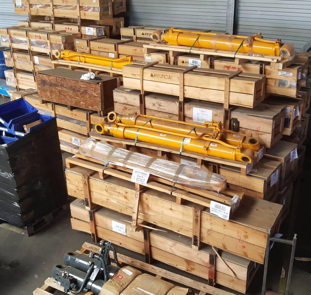Hyundai Boom Cylinder RH - Robex 450 LC-7, 31NB-50231, Hydraulics, Construction