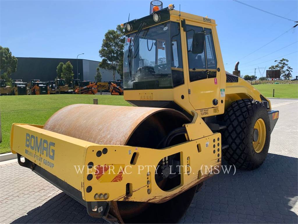 Bomag BW 211 D-4, Single drum rollers, Construction