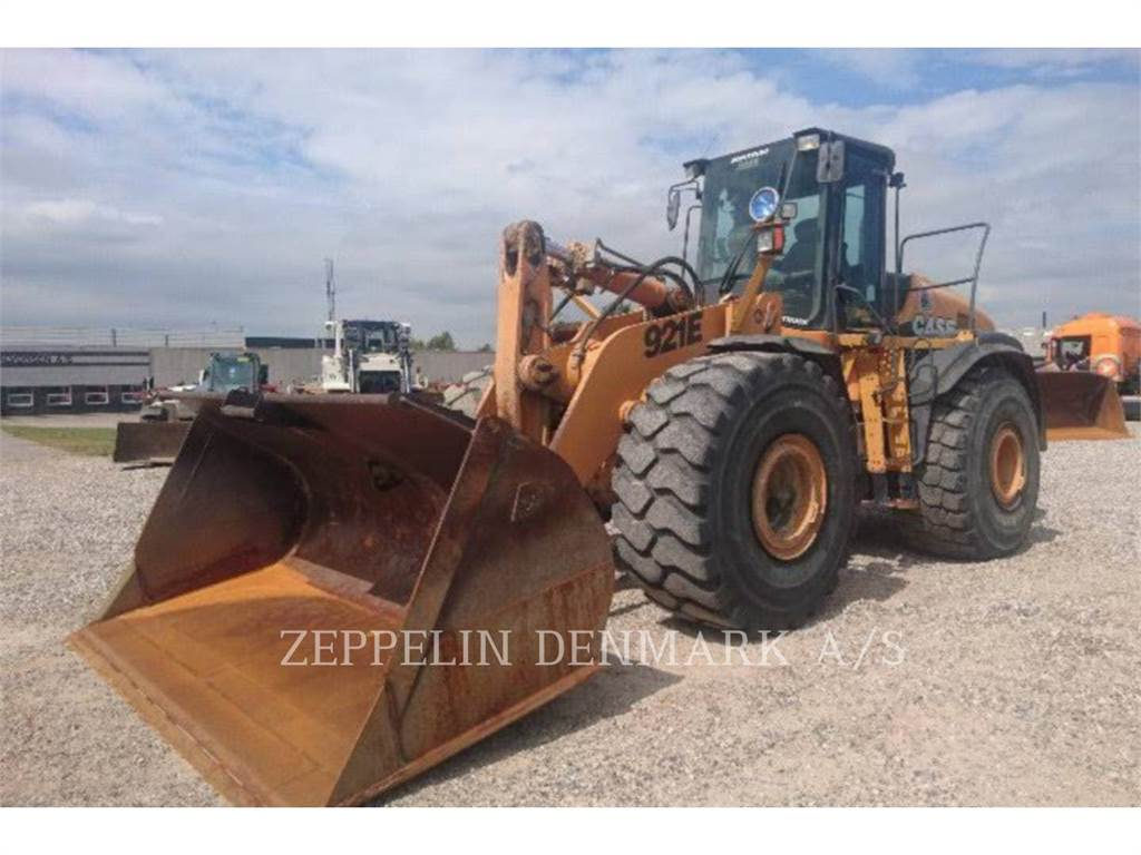 CASE 921 E, Incarcator pe pneuri, Constructii