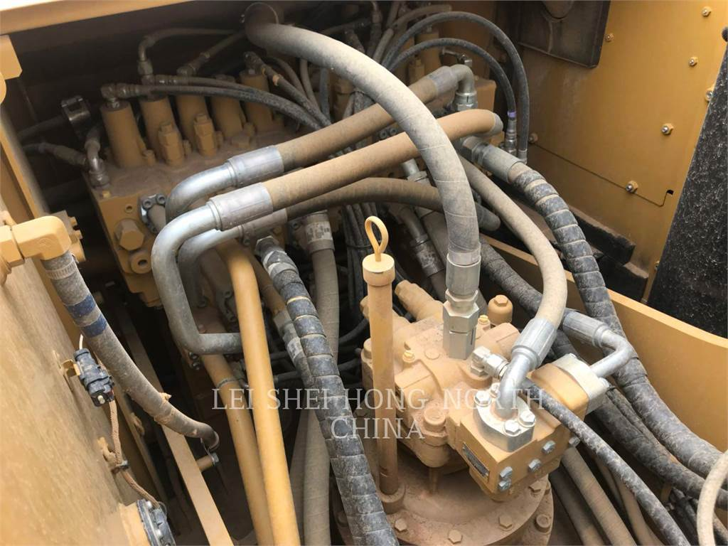 Caterpillar 320D2, Escavadoras de rastos, Equipamentos Construção