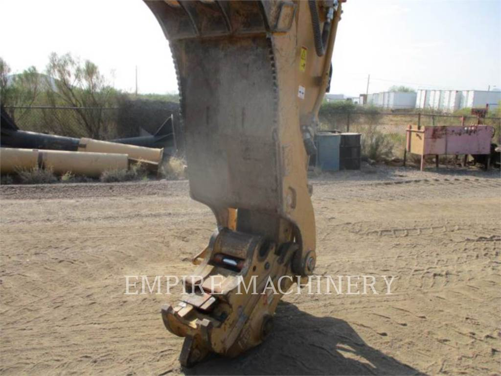 Caterpillar 330FL, Excavatoare pe senile, Constructii