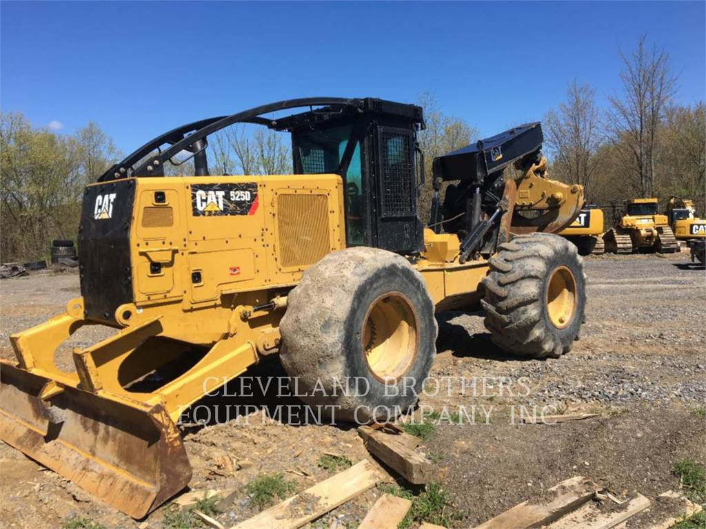 Caterpillar 525D, Caricatronchi con base su rimorchio, Forestale