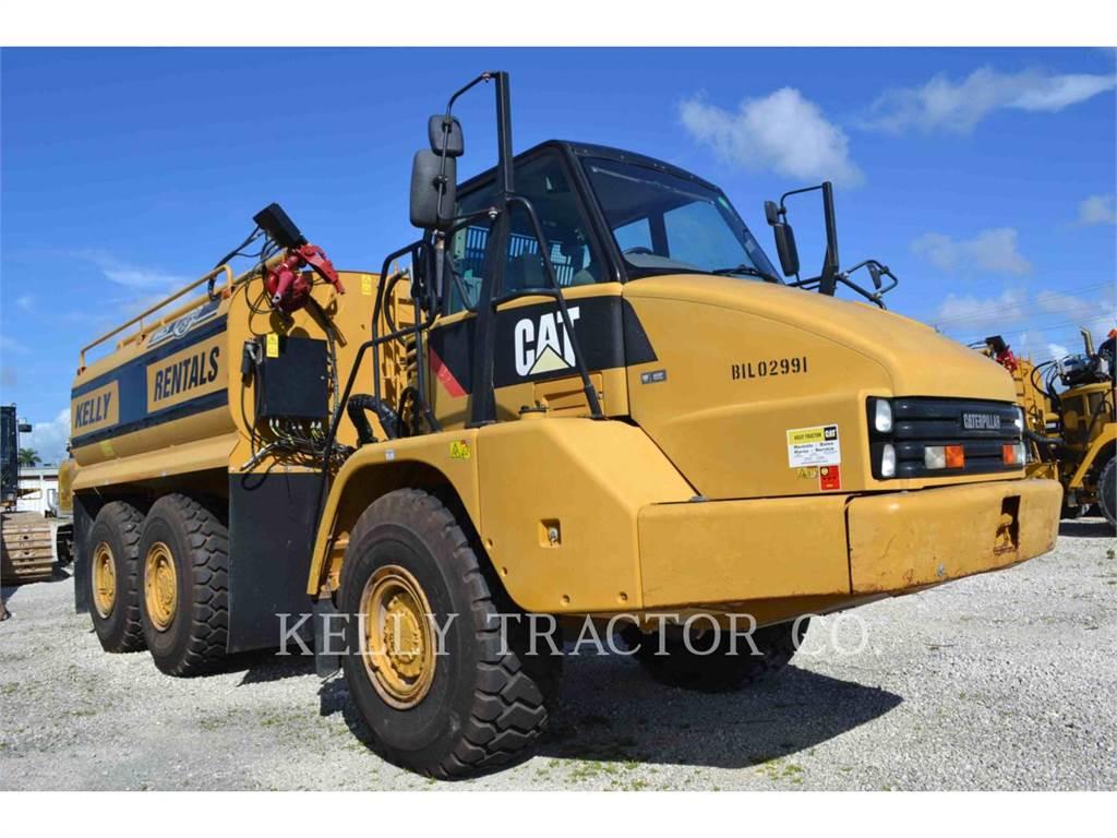 Caterpillar 725, Dúmpers articulados, Construcción