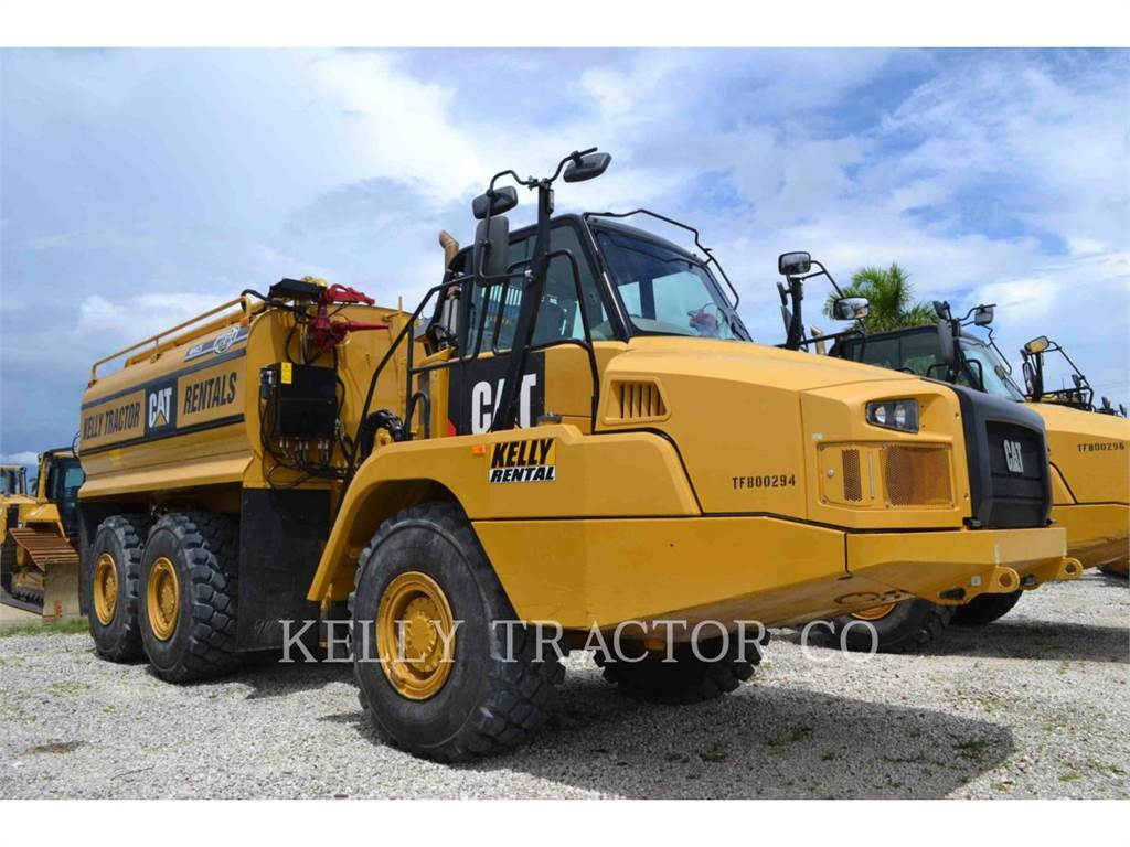 Caterpillar 725C, camions citerne a eau, Transport