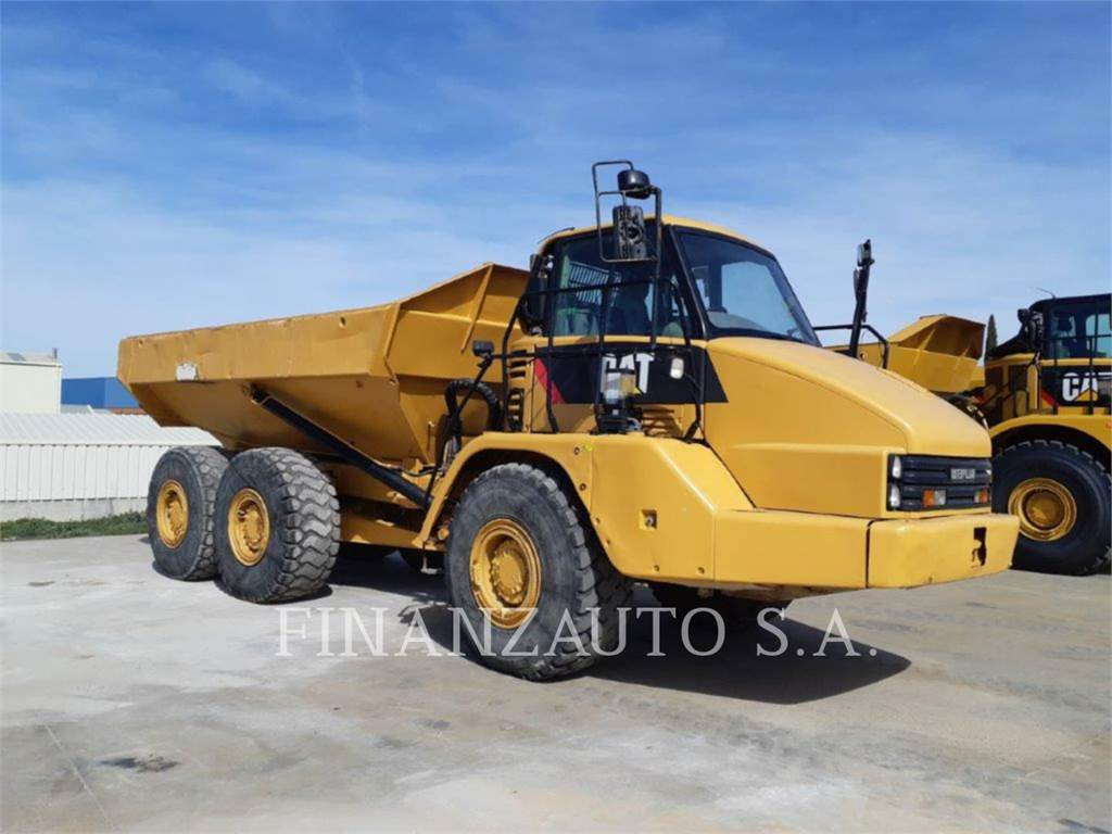 Caterpillar 730, Knik dumptrucks, Bouw