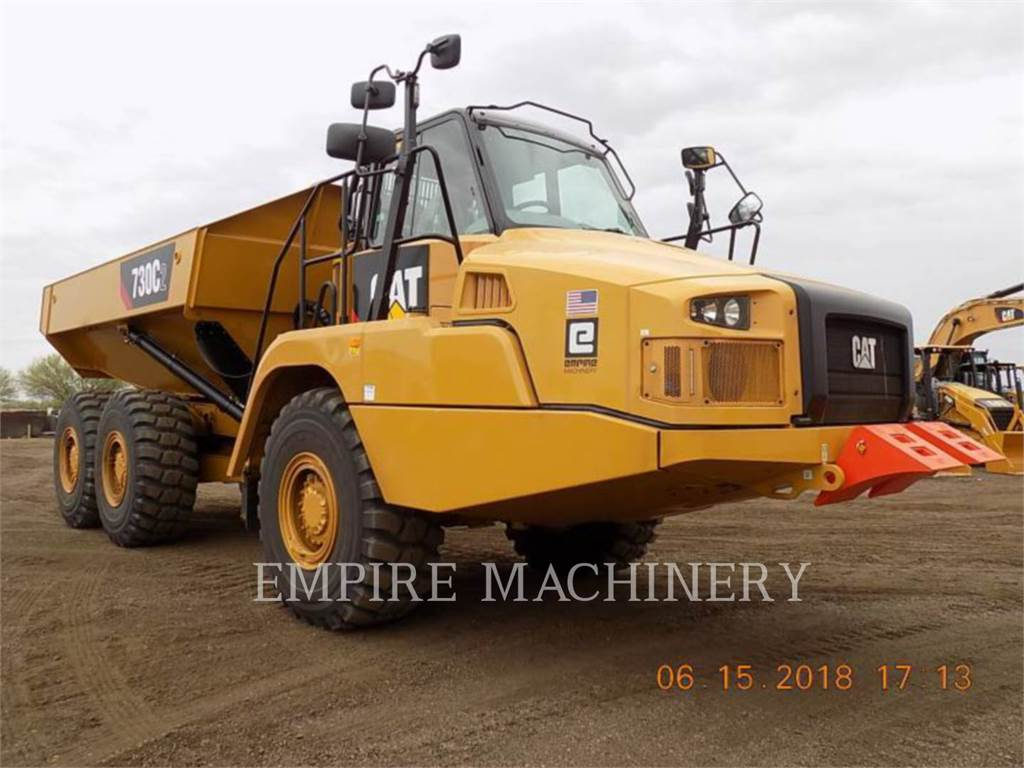 Caterpillar 730C2, Knik dumptrucks, Bouw