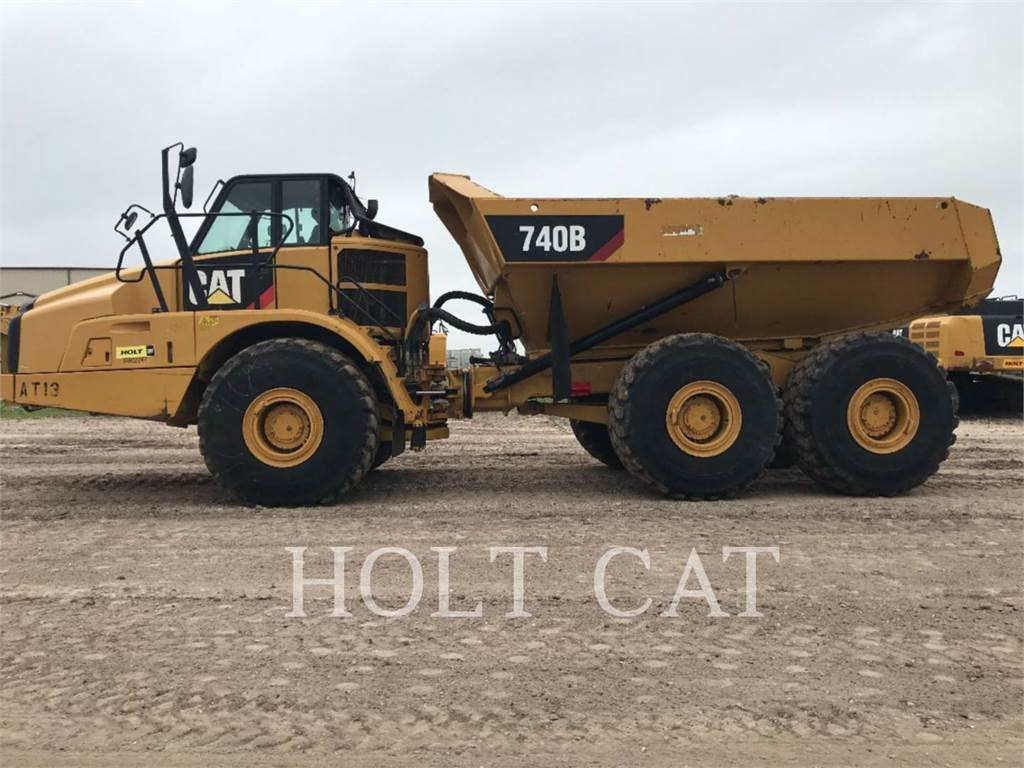 Caterpillar 740B, Knik dumptrucks, Bouw