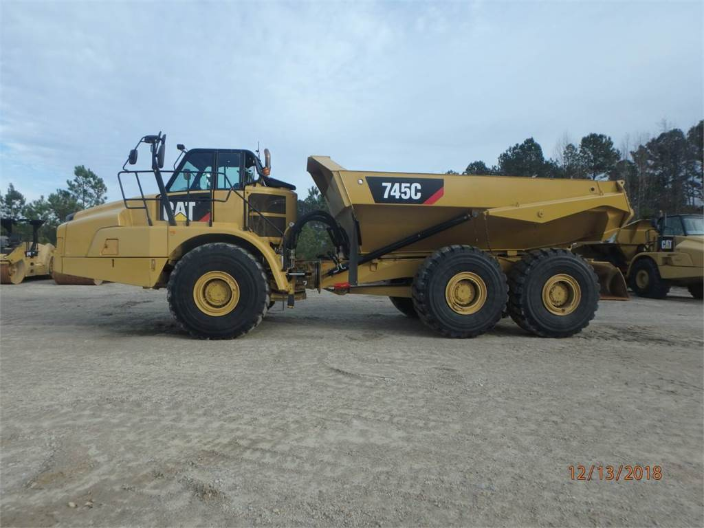 Caterpillar 745 C, Transportoare articulate, Constructii