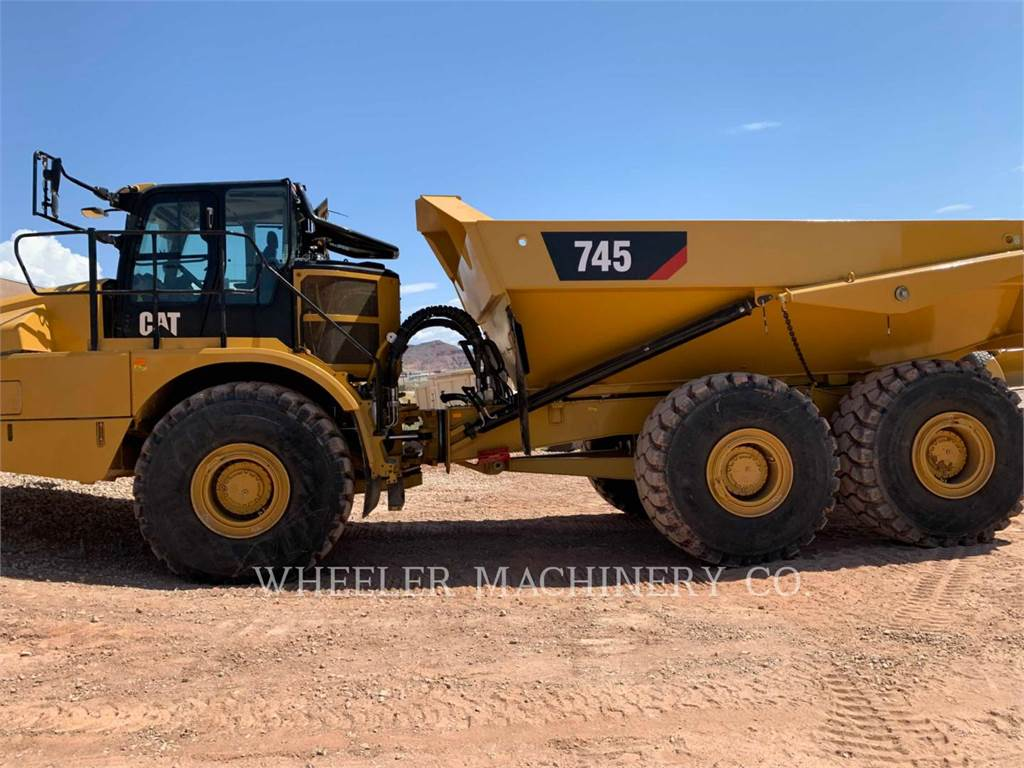 Caterpillar 745 TG, Transportoare articulate, Constructii