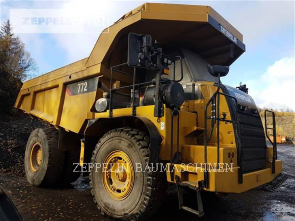 Caterpillar 772, Knik dumptrucks, Bouw