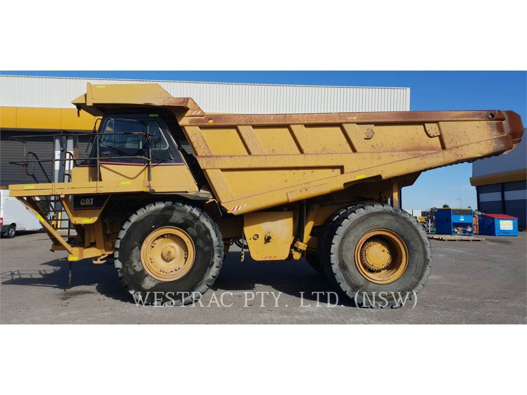 Caterpillar 775E, Knik dumptrucks, Bouw