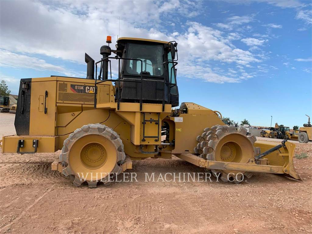 Caterpillar 815K、土壤压实机、建筑设备