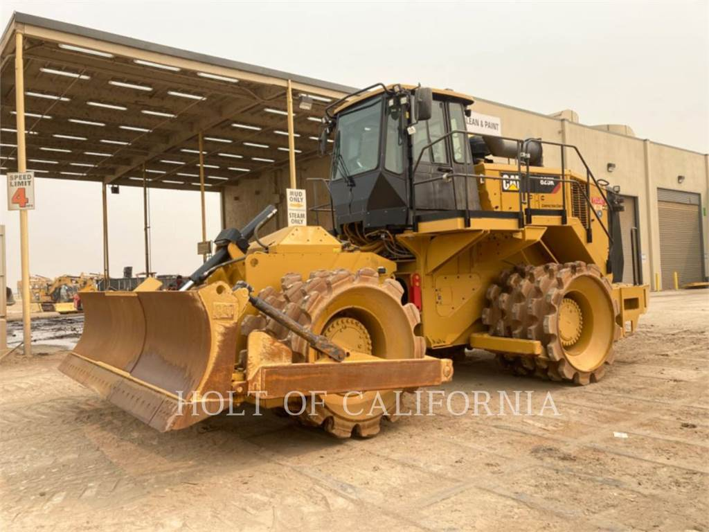 Caterpillar 825K、ソイルコンパクター、建設