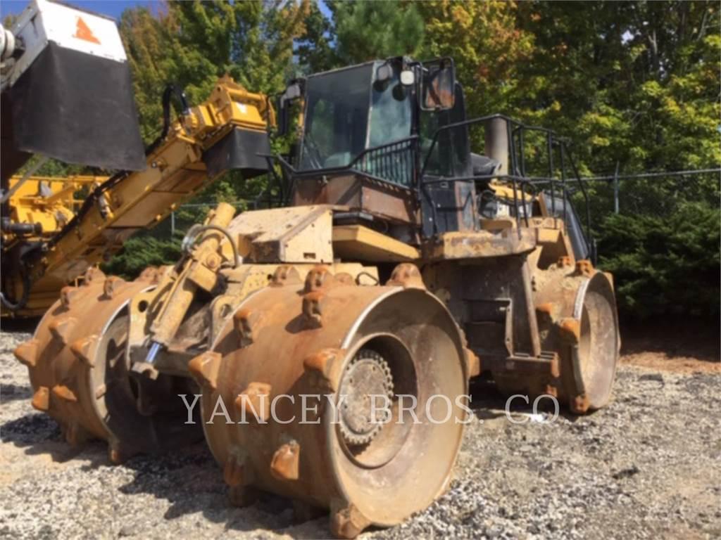 Caterpillar 826H, Compactadores, Construcción